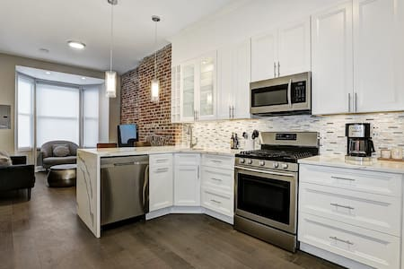 ⚜️Luxury 1 BR in an Exquisite Hoboken Brownstone⚜️
