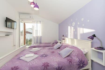 Appartement Au bord de mer, Studio, 200m du centre, à Srima (Vodice), Le balcon