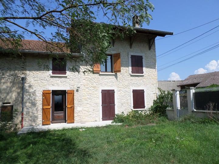 Petite maison de caractère en pierre
