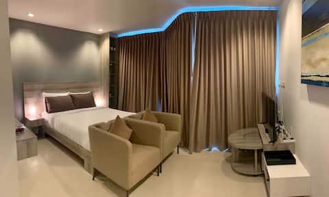 GrandBlue Condominium#702 SeaView TopFloor MaePim
