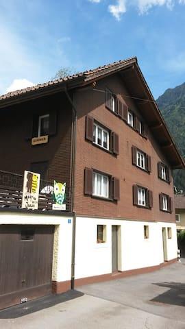 Studio an der Nord-Süd-Achse der Schweiz in Wassen