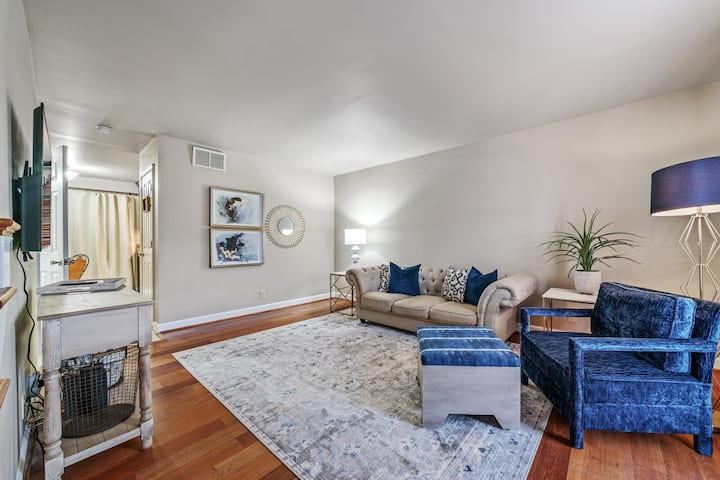 Clean and convenient condo on 10th
