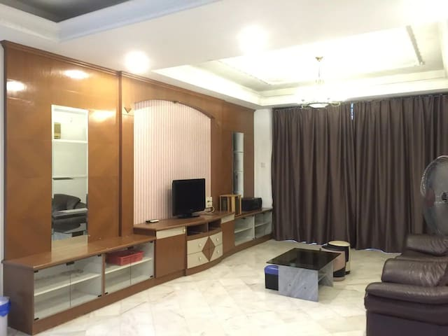 Villa @ Stulang Laut (3 bedrooms for 10 Guests!!)