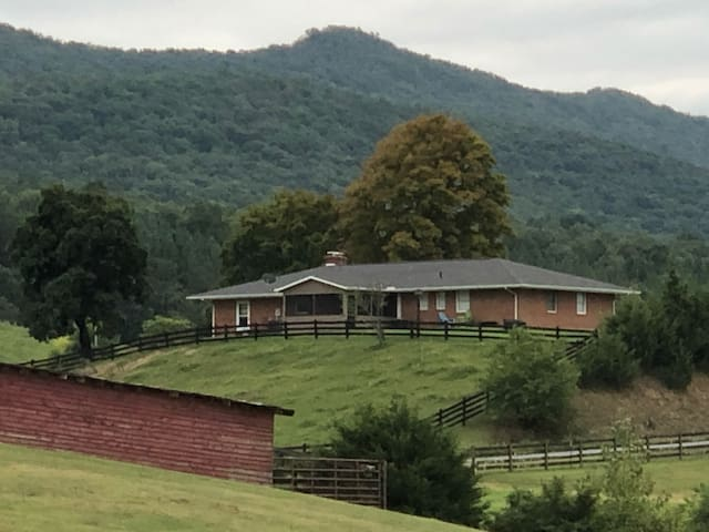 Cozy Shenandoah Country Retreat
