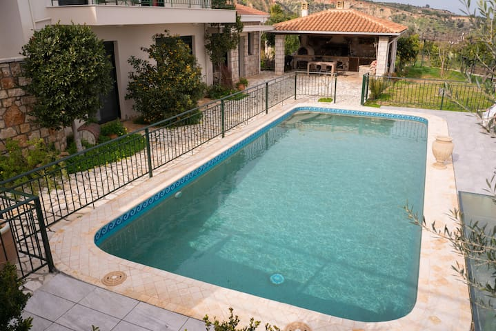 Sea view 3 bedroom house with swimming pool & BBQ
