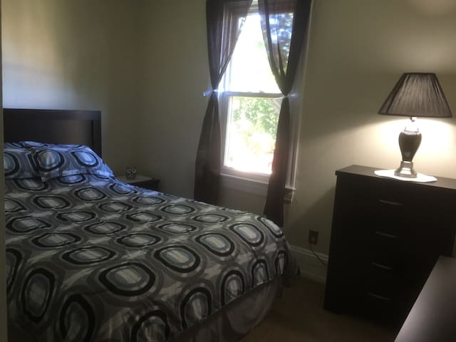 Private Bedroom 1 in Furnished Apt. - Cleveland - Dom