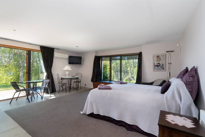 Charming luxury studio retreat