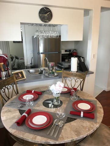 Home Sweet Home Deluxe!! 2 BR Family Friendly!! - Long Beach
