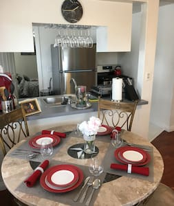 Home Sweet Home Deluxe!! 2 BR Family Friendly!! - Long Beach - Hus
