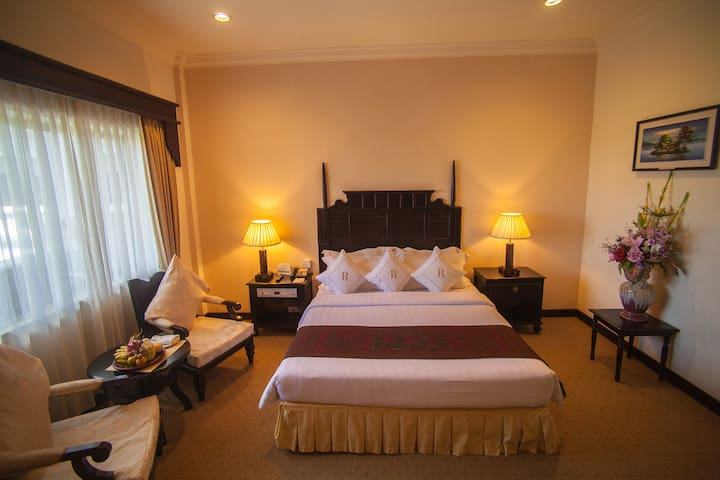 Deluxe Double Room with City View at Ree Hotel