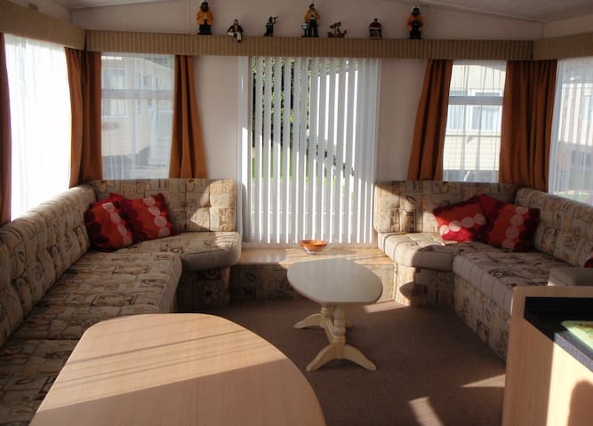 Luxury 2 Bedroom Caravan - 5 Star Par Sands