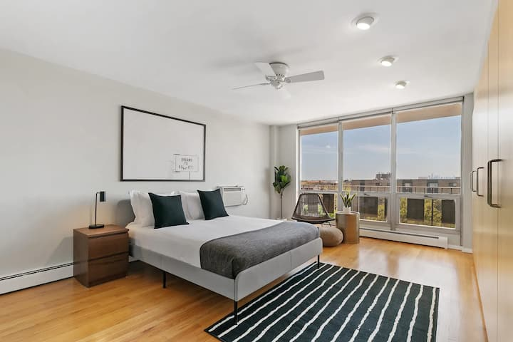 Cozy 2BR Apt. with Amazing Chicago Skyline View