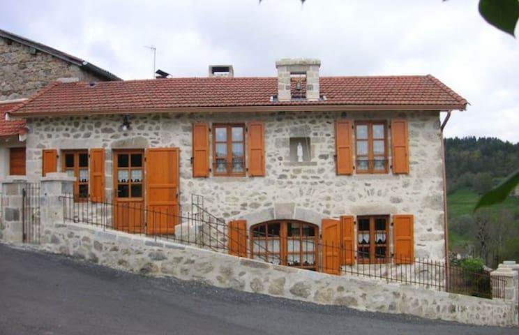 Ancienne maison d'assemblée au coeur de l'Auvergne