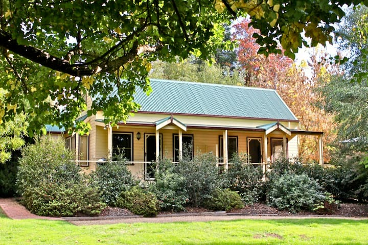 AUTUMN LEAF COTTAGE 1 : Harrietville