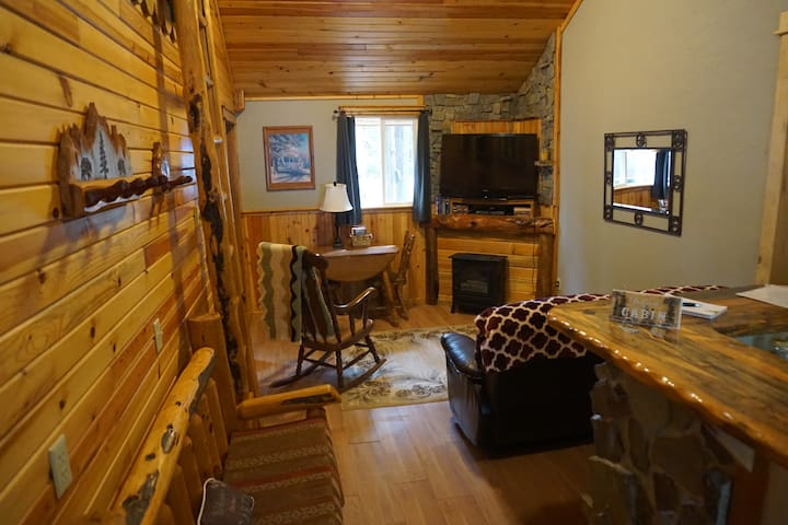 Cozy Cabin at The Hemlocks