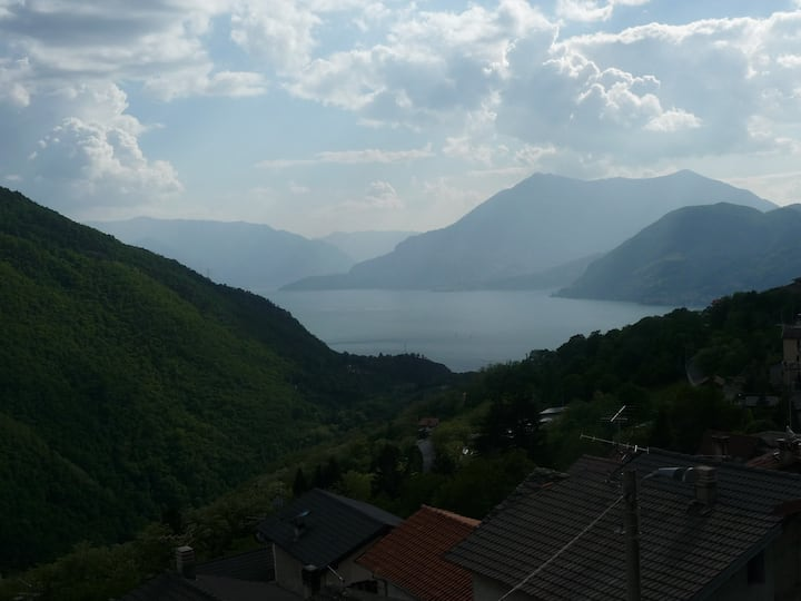Como Lake - Small nice house 15km Varenna 22km Ski