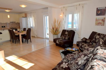 Two bedroom apartment with sea view Celebrini 539 - Porat