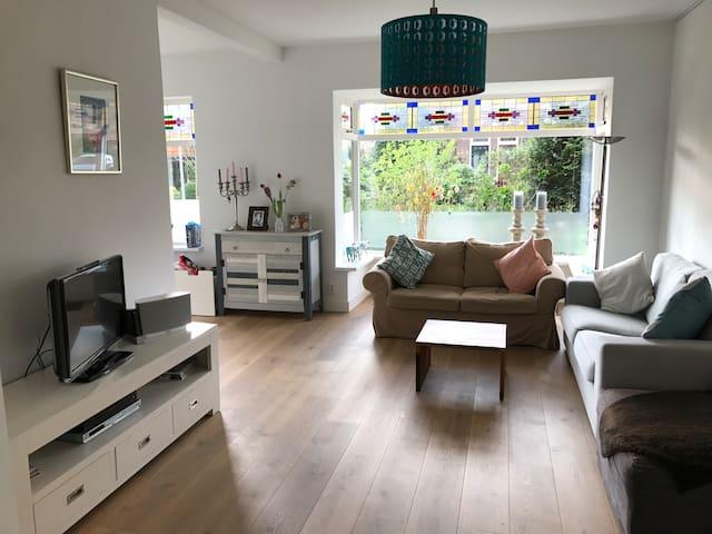 Heerlijk licht woonhuis met vrij uitzicht - Hilversum - House