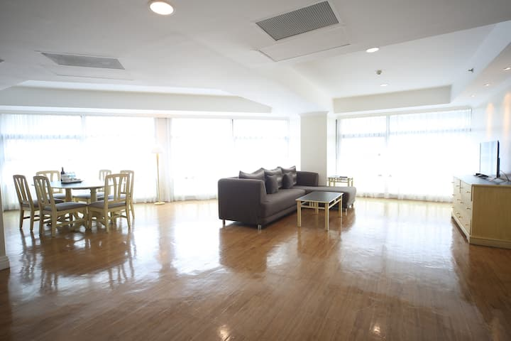 190 sqm 3-Bedroom Suite w/ Fully Equipped Kitchen