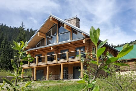 Bear Behind Lodge:  sleeps 10-12, ski in/out, WiFi