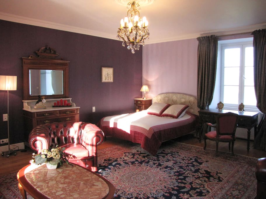 Chateau de bois renault purple room castles for rent in for Chambre hote villandry