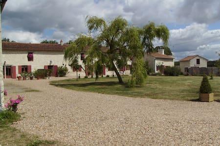 Gîte du petit Montpensier - Vézières - 自然小屋