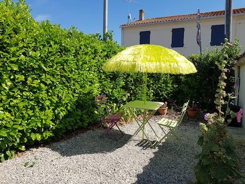 Self catering studio near La Rochelle