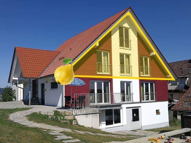 Bio-Obstgut-Oberhof, (Überlingen), Ferienwohnung Quitte, 65qm, 2 Schlafzimmer, max. 2 Erwachsene und 3 Kinder ab 4 Jahre