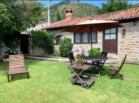 Casa con jardín y chimenea en Cabuerniga