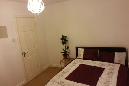 Beautiful double near Sefton park - 리버풀(Liverpool)
