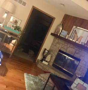 Cozy Chic Place in KC - Overland Park - Casa