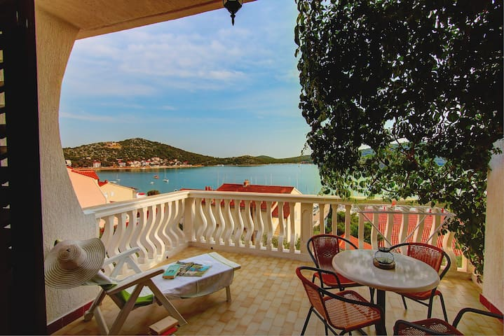 2BD with great sea-view terrace   - Tisno