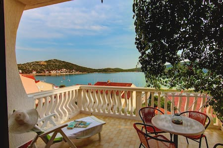 2BD with great sea-view terrace   - Tisno - Daire