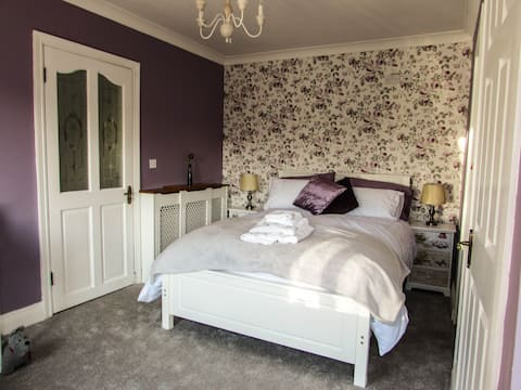Boutique Double Bedroom - 15mins from Blarney