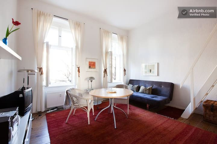 Beautiful Kreuzberg studio/WiFi (reg. pend.)