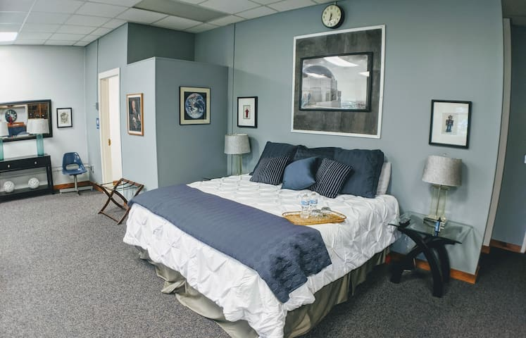 Historic School - Franklin D. Roosevelt Suite