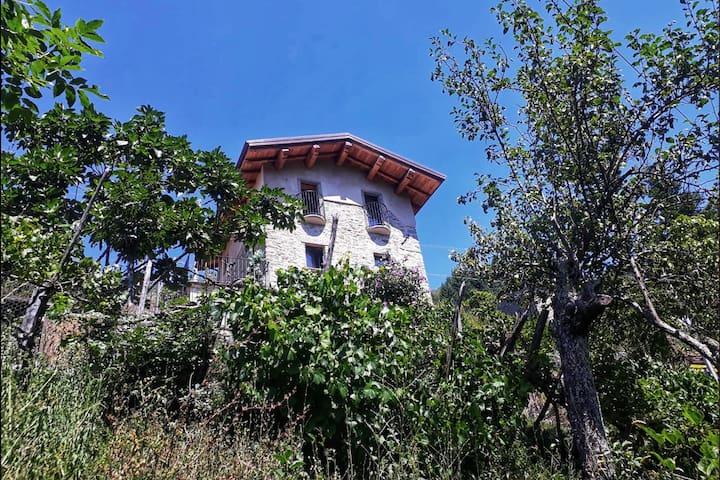 Casa Piagneri Serati - stone house with pool