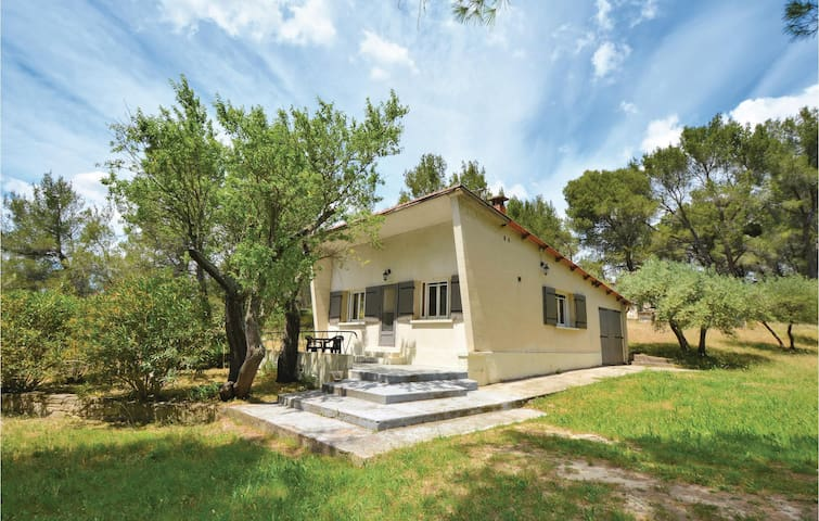 Holiday cottage with 2 bedrooms on 60m² in Tarascon