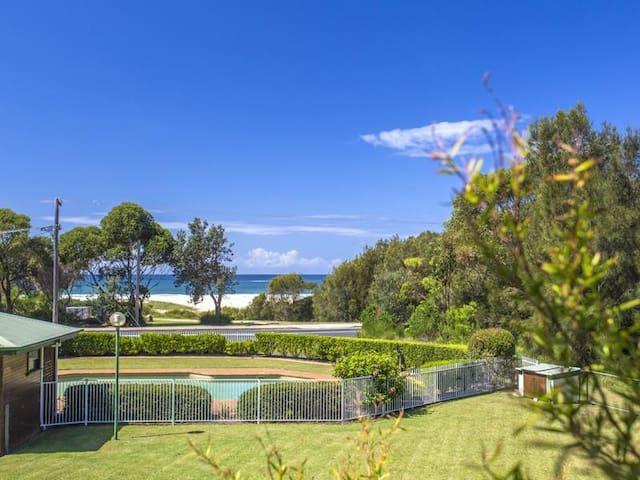 Fathoms 7 - Beach, Pool and Tennis and Wifi.