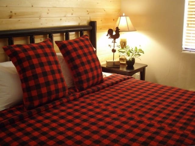 Guest Room 1-King Bed