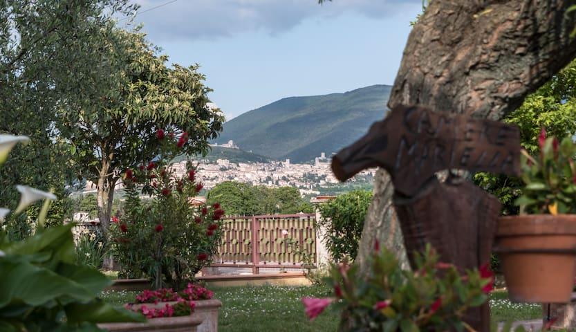 Camere Mariella - B&B in campagna ad Assisi