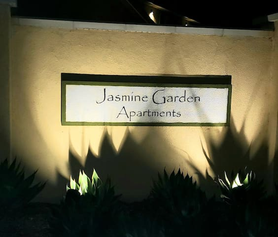 1 Private bedrm w/shared bathrm in gated community