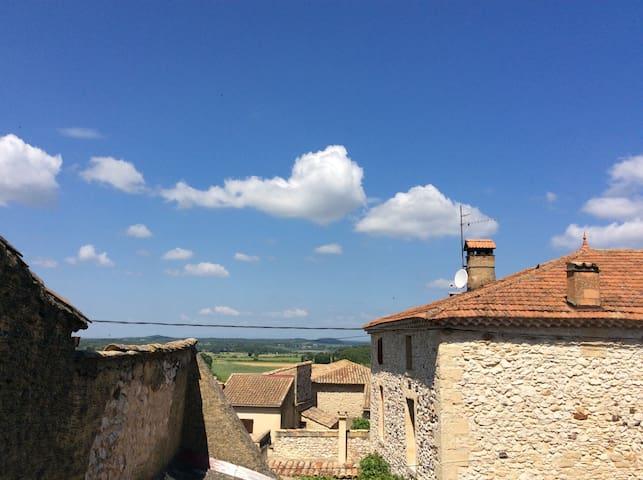 Jolie maison en pierre de 120 m2 - Pouzilhac - Casa