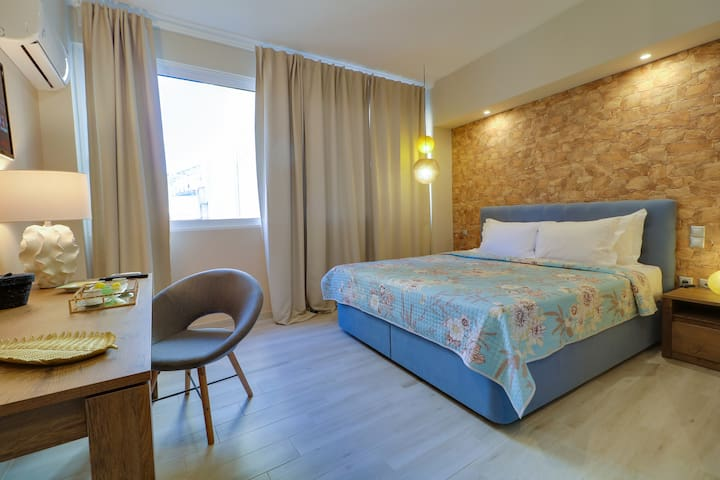 Luxury Suite @Plaka - King Size Bed