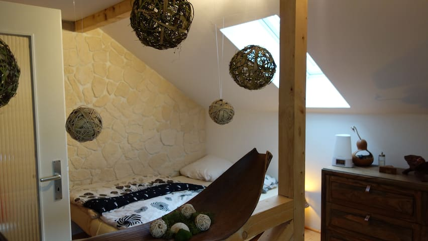 Big cosy attic room in Augsburg (near Munich) - Augsburg - House
