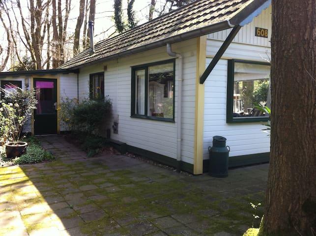 Vakantiehuisje op camping; veel privé buiten! - Heumen - Casa de campo