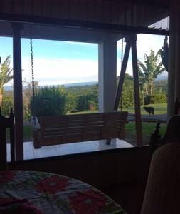 Dormitorio rodeado de naturaleza,clima fresco.