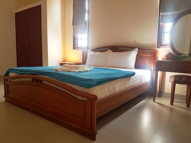 MUI NE OCEAN HOUSE_King bed room