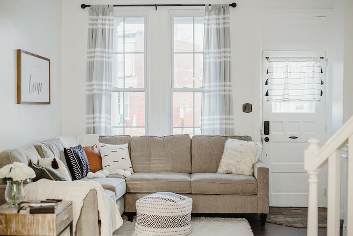 Cozy Townhome on Plum