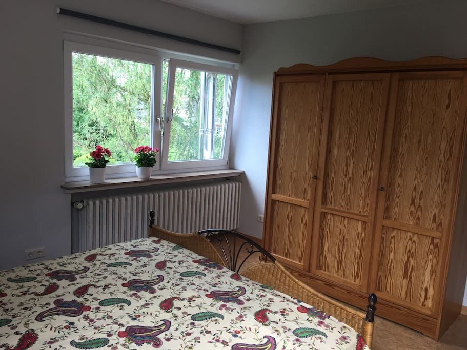 Ruhiges grosses Schlafzimmer